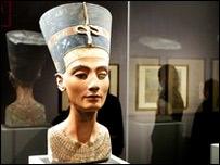 Busto de Nefertiti en el Museo Egipcio de Berlín