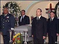 Funeral del general retirado Mauro Enrique Tello Qui�ones, a la derecha, el presidente de M�xico, Felipe Calder�n