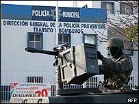 Militar vigila calles de Canc�n