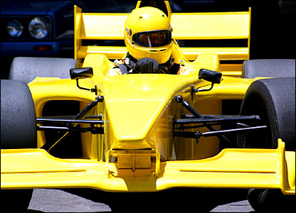 Deon Joubert in the yellow car