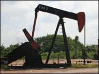 Pozo de extracción de petróleo en Cabimas, Zulia