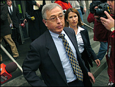 Mark Ciavarella leaves court in Scranton, Pennsylvania, 12 February 2009