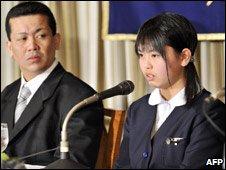 Noriko Calderon (R) with father in Tokyo (10 Feb 09)