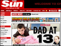 Alfie Patten con su bebé (Fuente: The Sun)