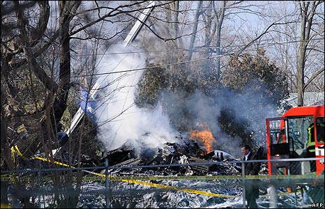 Scene of the plane crash in Clarence Center, New York, on 13/2/09