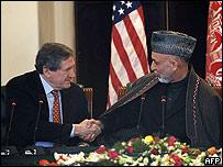 Richard Holbrooke (izq.) y Hamid Karzai