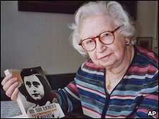 Miep Gies, with a copy of Anne Frank's Diary, in 1998