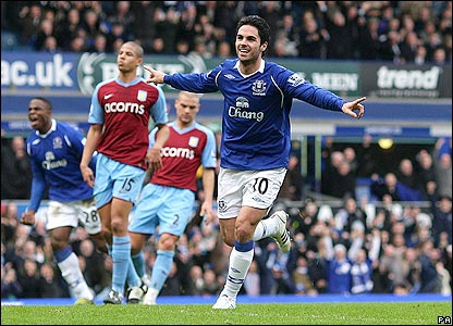Mikel Arteta celebrates scoring Everton's second