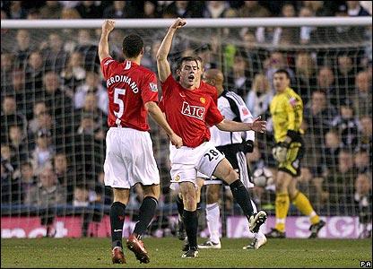 Darron Gibson celebrates his goal for United