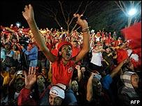 Simpatizantes de Ch�vez festejando en Caracas