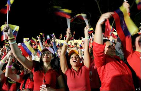 Seguidores de Ch�vez celebran
