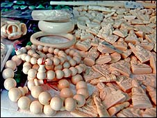 Ivory pieces for sale in Vietnam (Copyright: Traffic)