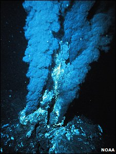 Hydrothermal vent (Image: Noaa)