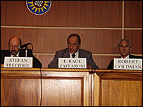 Eugenio Raúl Zaffaroni (centro) y otros panelistas  Foto: Comisión Internacional de Juristas