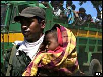 Civiles huyen de los enfrentamientos en Sri Lanka