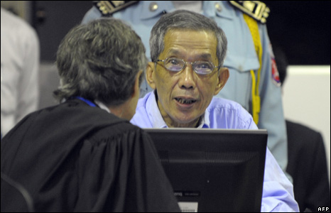 Duch talking to lawyers at the tribunal on 17 February 2008