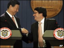 Chinese Vice President Xi Jinping (left) and Colombian foreign Minister Francisco Santos