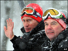 Vladimir Putin and Dmitry Medvedev enjoy the snow in Sochi (3 January 2009)