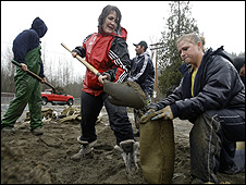 Residents filling sand bags (Image: AP)