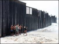 Valla fronteriza entre EE.UU. y México
