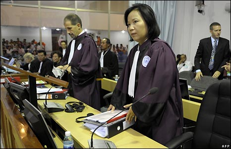 Canadian Prosecutor, Robert Petit (L), and Cambodian Prosecutor Chea Leang, prepare to sit in the Extraordinary Chamber in the Courts of Cambodia (ECCC) - 17/2/2009