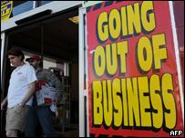Un negocio cierra sus puertas.