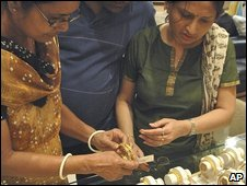Gold trading in Allahabad. File pic