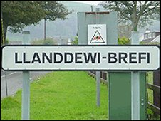 Llanddewi-Brefi road sign