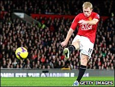 Man Utd midfielder Paul Scholes puts his side ahead against Fulham with a sweetly struck volley
