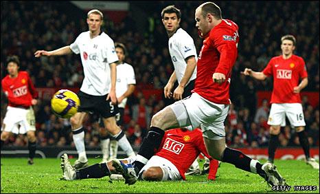 Wayne Rooney scores against Fulham