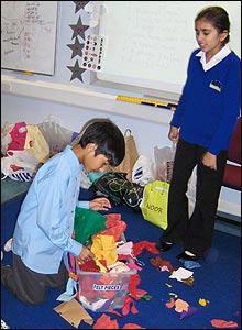 Children choosing fabric