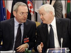 UK Defence Secretary John Hutton and US Defence Secretary Robert Gates