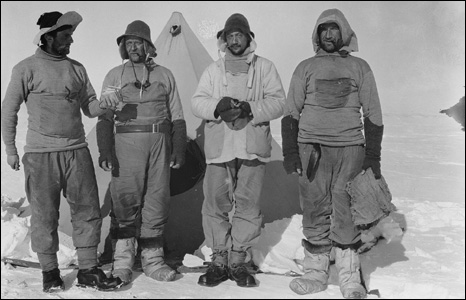The relief party pose for a picture by Frank Debenham during the expedition.