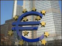S�mbolo del euro, frente a edificios