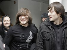Chechen brothers Dzhabrail (L) and Ibragim Makhmudov leave a court in Moscow, 19 Feb