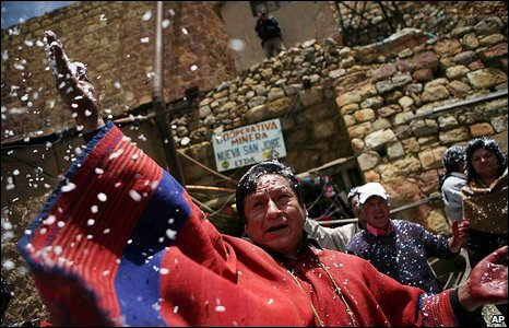A spiritual leader throws confetti on miners in Oruro, 20 February 2009