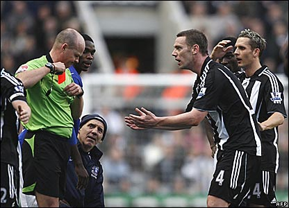Kevin Nolan, Newcastle United, sent off