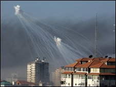 Dinstinctive white phosphorus shell bursts in Gaza