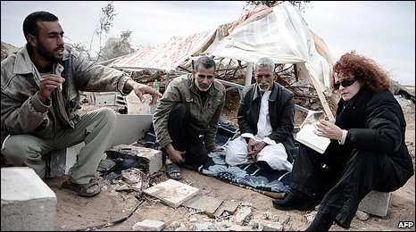 Donatella Rovera interviewing Palestinian family Gaza