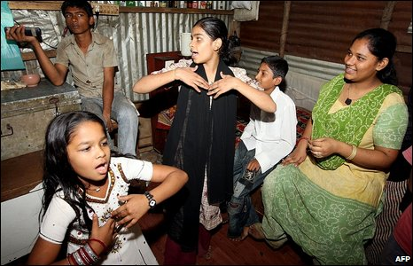 Child actor Rubina Ali's friends dancing