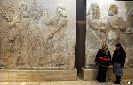 Two women in the Assyrian hall of the museum