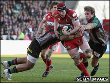 Gloucester flanker Luke Narraway finds no way through the Harlequins defence