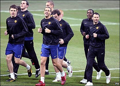 Manchester United players training at the San Siro
