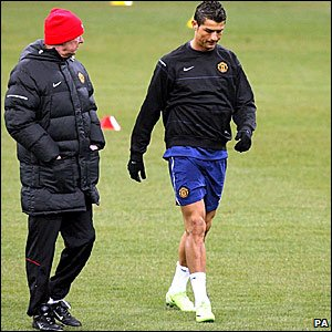 Manchester United manager Sir Alex Ferguson chats to Cristiano Ronaldo