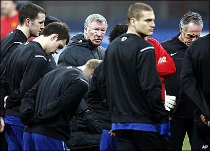Manchester United manager Sir Alex Ferguson speaks to his players