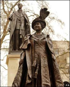 Queen Mother and King George VI statues