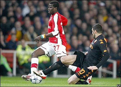 Arsenal's Emmanuel Eboue is tackled by Simone Perrotta