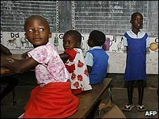 Children in a classroom in Zimbabwe (28/01/2009)