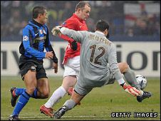 Julio Cesar denies Wayne Rooney