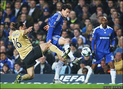 Mauro Camoranesi challenges Chelsea's Michael Ballack